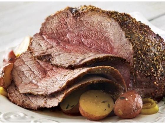 Sirloin roast beef with mini potatoes.