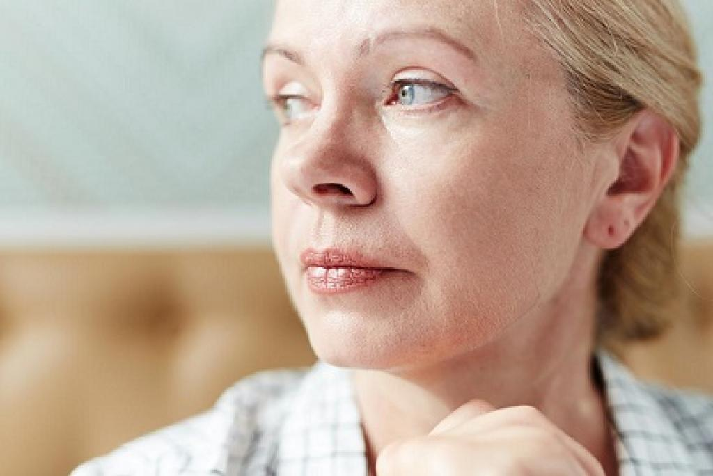 anxious looking middle aged woman